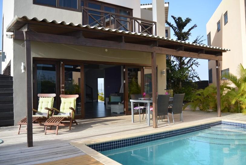 Moderne villa bottelier cura ao home rentals for Villa moderne 2016