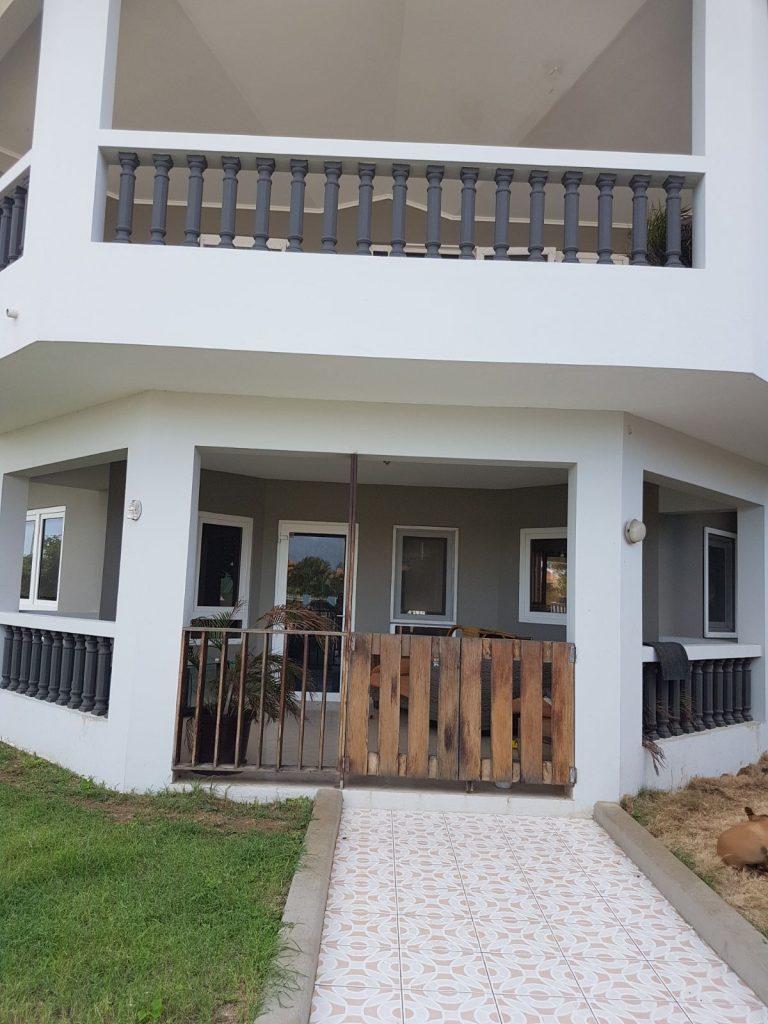 Riante villa met grote tuin grote berg cura ao home rentals for Grote villa